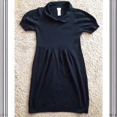 Tulle short sleeve sweater dress Tulle brand short sleeve sweater dress with Peter Pan collar. Faux pocket on front. Super soft. I accept reasonable offers! Cat friendly, smoke-free home. Tulle Dresses