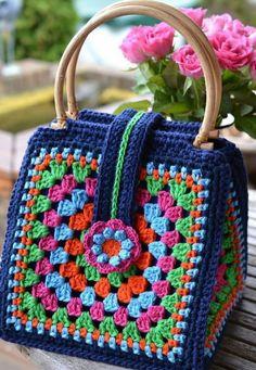 Transcendent Crochet a Solid Granny Square Ideas. Inconceivable Crochet a Solid Granny Square Ideas. Bag Crochet, Crochet Shell Stitch, Crochet Handbags, Crochet Purses, Crochet Gifts, Crochet Motif, Crochet Top, Motifs Granny Square, Granny Square Bag