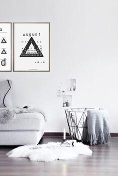 DIY ideas   free printable August calendar