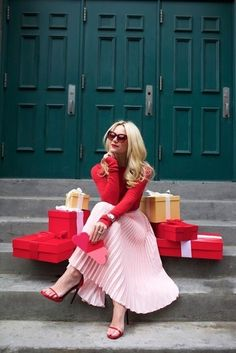 Today we are dispelling the fashion myth that red and pink can't be worn together. There are so many ways to style red and pink outfits & I'll show you how! Pink Outfits, Mode Outfits, Skirt Outfits, Outfits With Red, Fall Fashion Outfits, Pink Fashion, Autumn Fashion, Fashion Dresses, Fall Fashions