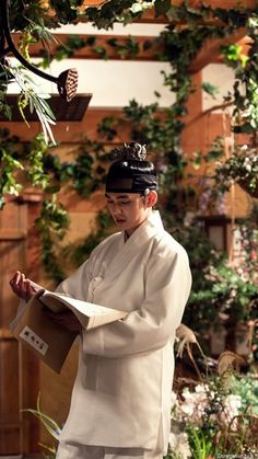 The Emperor: Owner of the Mask (Hangul: 군주-가면의 주인; RR: Gunju - Gamyeon-ui ju-in; lit. Ruler - Master of the Mask) is South Korean television series starring Yoo Seung-ho, Kim So-hyun, Kim Myung-soo, Yoon So-hee, Heo Joon-ho and Park Chul-min. It airs on MBC. 유승호