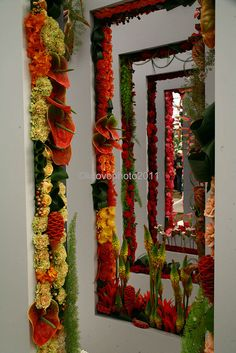 Creative floral design from the Chelsea Flower show( really nice to make a picture frame! Unique Flower Arrangements, Unique Flowers, Beautiful Flowers, Art Floral, Floral Design, Displays, Chelsea Flower Show, Flower Wall, Flower Decorations