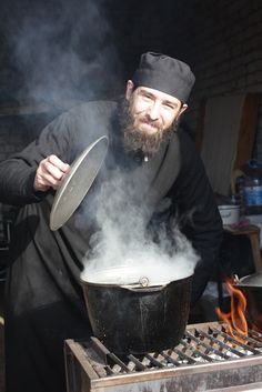 Orthodox monk - what are you cooking? Images Of Faith, Russian Orthodox, Orthodox Christianity, World Religions, Orthodox Icons, People Of The World, Kirchen, Religious Art, Poses