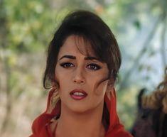 Beautiful Girl Photo, Beautiful Eyes, Beautiful Bollywood Actress, Beautiful Actresses, Girl Pictures, Girl Photos, Madhuri Dixit Saree, India Art, Bollywood Girls