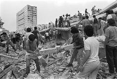 Trabajos de rescate en el edificio Nuevo León en Tlatelolco19 de septiembre de 1985 © Marco Antonio Cruz