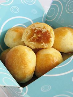 nastar (cookies with pineapple filling)