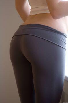 Image from http://cdn.rsvlts.com/wp-content/uploads/2013/08/Girls-in-Yoga-Pants-0211.jpg.