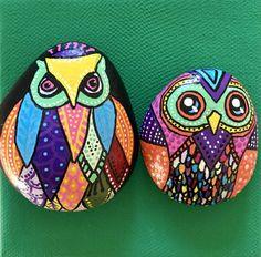 Conjunto de 2 mano  OWL o buho azul verde y rojo pintado