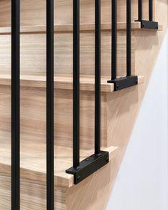 Modern Stair Railing, Staircase Handrail, Stair Railing Design, Modern Stairs, Stair Treads, Staircase Ideas, Home Stairs Design, Interior Stairs, Door Design