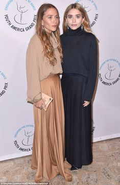 Mary-Kate & Ashley Olsen Make Rare Red Carpet Appearance Together!: Photo Mary-Kate and Ashley Olsen walk the red carpet while attending the Youth America Grand Prix's Stars of Today Meet the Stars of Tomorrow Gala on Thursday night (April… Mary Kate Ashley, Mary Kate Olson, Olsen Fashion, Fashion Models, Look Fashion, Fall Fashion, Fashion Black, 70s Fashion, Fashion Designers