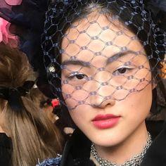 Le maquillage du défilé Chanel Métiers d'Art en 2016 à Paris