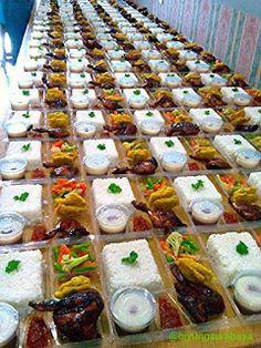 Jasa Catering Surabaya: Nasi Kotak Surabaya Barat Dessert Packaging, Food Packaging, Asian Recipes, Ethnic Recipes, Snack Box, Catering Food, Indonesian Food, Food Presentation, Diy Food