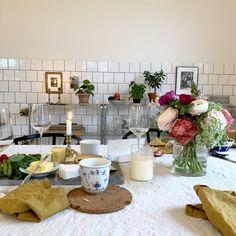 Vinlunch i nymöblerad skolsal - Kajsa Magdalena Rustic Country Kitchens, Interior Decorating, Interior Design, First Apartment, Interior Inspiration, Room Inspiration, Humble Abode, Decoration, Sweet Home