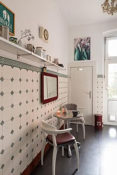 """Momentaufnahme """"Küche Sonntagmorgen"""" von La luce // shelves and seating"""