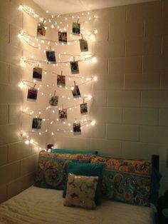 Otra Idea Para Decorar Ru Habitación Con Luces Y Es Algo Mas Sencilla Ponle  Fotos Y Quedara Con Un Estilo Muy Kiut