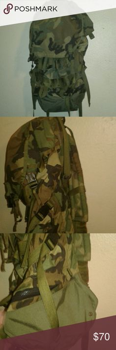 Full size army deployment bag unused No stains no tears no rips in the camo ...fabric Bags