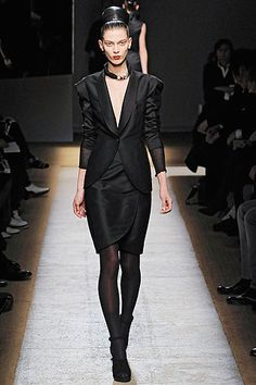 Saint Laurent Fall 2009 Ready-to-Wear Collection Slideshow on Style.com