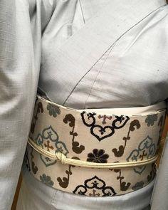 今日は京都まで・・。 京都までの道中美しい虹が見られました。 なんかうきうきとてもテンション上がりました。 展示会では美しい着物や帯・・小物など拝見して参りました。 京都小阪さんへも伺い、9日に致しますお話会の 打ち合わせを致しました。 小阪さんは体も鍛えていらして、お洋服もオシャレ・・ かっこよくて素敵な方です。 でも見かけによらず(小阪さんごめんなさい(^^ゞ)とてもシャイな方で そんなところが私にとってはとても話しやすく親しみを感じます。 独立されたのが私がお店を始めたのと同じ頃で 小阪さん...