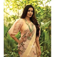 Blouse Designs High Neck, Best Blouse Designs, Sari Blouse Designs, Designer Blouse Patterns, Stylish Blouse Design, Designs For Dresses, Saree Blouse, Salwar Kameez, Clothes