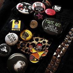 So many pins! The newest is my Homermania pin from @the_simpsons_man Others are from @femstatic @jolieruin @newburycomics @gothcupcake @filmphotorevolution more... #punkvest #pins #buttons #hulkhogan #homersimpson #bobsburgers #tina #butts #feminism #pussypower #makeart #write #zines #wrestling #magic #filmphotography #filmphotorev by gothcupcake