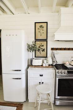 Home Ideas Kitchen modern vintage smeg fridge Trendy ideas Tips for protecting your chi Smeg Kitchen, Smeg Fridge, Cottage Kitchen Cabinets, Kitchen Taps, Retro Refrigerator, Retro Fridge, Vintage Fridge, Vintage Kitchen Decor, Retro Interior Design
