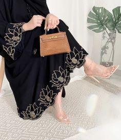 Pakistani Fashion Party Wear, Pakistani Dresses Casual, Pakistani Dress Design, Abaya Designs, Kurta Designs Women, Kurti Designs Party Wear, Modest Fashion Hijab, Abaya Fashion, Teen Fashion Outfits