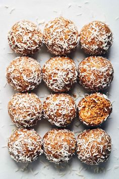 A delicious snack to fuel you through your week! these power balls pack a punch of sweet & salty flavor, with a good dose of healthy fats and protein to Peanut Butter Power Balls, Coconut Peanut Butter, Sin Gluten, Gluten Free, Healthy Protein Snacks, Healthy Fats, Vegan Snacks, Vegan Sweets, Healthy Sweets