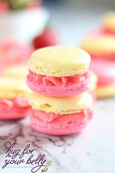 All the bright flavors of Spring coming to you in a crispy chewy cookie These strawberry lemonade macarons make the perfect treat for Mother s Day French Macaroon Recipes, French Macaroons, Italian Macarons, Cheesecake Desserts, No Cook Desserts, Raspberry Cheesecake, French Desserts, Strawberry Lemonade, Strawberry Recipes