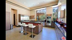 Rihanna's Rental: kitchen