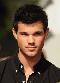 Sometimes I look at Taylor Lautner and stare at the guys in my class and wonder why the heck couldn´t we have hot dudes hanging around but no we need to have walking potatoes!!!