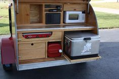 Teardrop trailer rear kitchen, love the pull out shelf for the cooler!