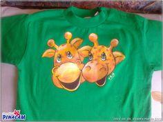 Pintura en tela. Camiseta pintada por Vicenta. #manualidades #pinacam #pintura #tela                               www.manualidadespinacam.com