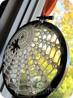 embroidery hoop + lace = halloween decor