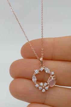 Jewelry Design Earrings, Gold Earrings Designs, Ear Jewelry, Bridal Jewelry, Jewelery, Jewelry Accessories, Diy Earrings, Jewelry Trends, Pendant Jewelry