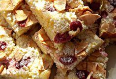 Gyors túrós-gyümölcsös sütemény Hungarian Cake, Hungarian Recipes, Sweet Cookies, Kefir, My Recipes, French Toast, Food And Drink, Snacks, Baking