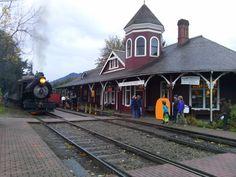 The steam train pulls into the Snoqualmie Depot during Halloween Train Halloween Train, Railway Museum, Train Rides