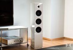 Knapp 1200 Euro (Paar) lässt sich SaxxTech seinen größten coolSound-Lautsprecher Saxx CX 90 kosten: Dafür gibt's einen AMT-Hochtöner und zwei 16,5-cm-Bässe. http://www.modernhifi.de/saxx-cx-90-test/