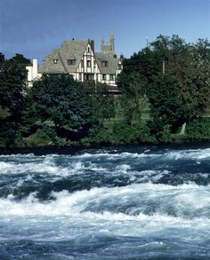 Red Coach Inn - Niagara Falls, New York. Overlooks the water!