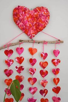 How to make a fabulous Valentine's heart decoration for your wall just using paper and card with some watercolor inks. It is so easy and fun to make the kids can easily get involved. #valetinesdecor #hearts #pinks
