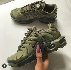 Oct 2017 - Nike Dunk Sky Hi Femme. See more ideas about Nike, Me too shoes and Sneakers nike. Green Sneakers, Cute Sneakers, Cute Shoes, Me Too Shoes, Sneakers Nike, Green Trainers, Casual Sneakers, Basket Style, Basket Nike Air