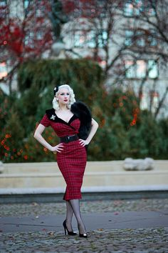 It's more Midtown madness today, at holiday-adorned Lotte Palace & Grand Army Manhattan. Each year I'm extra excited to wear my Secrets . Rockabilly Fashion, 1950s Fashion, Vintage Fashion, Vintage Mode, Vintage Ladies, Vintage Dresses, Vintage Outfits, Secret In Lace, Pinup Girl Clothing
