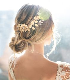 Vintage Style Boho Wedding Hair Vine Comb - - Vintage boho style bridal headpiece in gold, silver, rose gold from Lottie-Da Designs on Etsy. Perfect for rustic country, beach or boho chic bride. Boho Wedding Hair, Wedding Hair Flowers, Flower Hair, Bridal Braids, Bridal Hair, Bridal Headdress, Loose Hairstyles, Bride Hairstyles, Homecoming Hairstyles