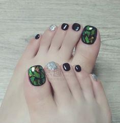 Broken Glass Nails & Glitter & Black