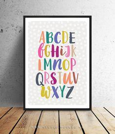 Deze vrolijke alphabet poster is helemaal leuk voor de baby- en kinderkamer.