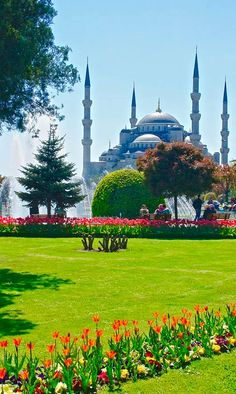Top crowd pleasers of Istanbul Wonderful Places, Beautiful Places, Blue Mosque Istanbul, Places To Travel, Places To Visit, Grand Bazaar Istanbul, Istanbul Travel, Beautiful Mosques, Grand Mosque