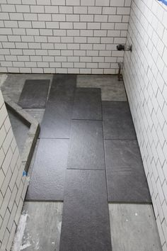 Staggered slate gray floor tiles, white matte subway tile w gray grout. For my bathroom renovation, I finally decided on large slate tiles for the bathroom floor Grey Bathroom Floor, Small Bathroom Tiles, Grey Floor Tiles, Grey Flooring, Slate Tiles, Gray Floor, Bathroom Layout, Lowes Tile Bathroom, White Bathrooms