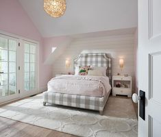 Pink and gray girls' room with white lacquered bunk beds dressed with white and pink headboard and footboards, white and pink sheet set, white and pink duvet, white and pink pillows and pink throw blanket. Gold Bedroom, Bedroom Vintage, White Bedroom, Dream Bedroom, Pink Headboard, Pink Bedding, Headboards, Pink Walls, Grey Walls
