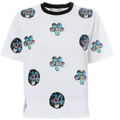 Victoria, Victoria Beckham Flower Appliqué Cropped Tee (€250) ❤ liked on Polyvore featuring tops, t-shirts, embellished crop top, collared t shirt, crop tee, white crop tee y cotton t shirt