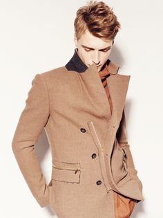 One of my favourite things about fashion are the coats... you can never go wrong with a stylish coat :)
