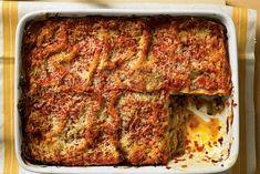 Το φαγητό που εμείς αποκαλούμε 'παστίτσιο' δεν είναι ακριβώς ιταλικό, αλλά μια ελληνική εκδοχή που ξεκινάει από διάφορα ζυμαρικά στο φούρνο που συνηθίζουν να φτιάχνουν οι Ιταλοί. Το σημερινό μου πιάτο είναι πιο κοντά στις κλασικές ιταλικές συνταγές, χωρίς κιμά αλλά ούτε και σάλτσα ντομάτας: οι μελιτζάνες και τα κρεμμύδια δίνουν τη γεύση στα μακαρόνια. Deli, Lasagna, Vegetarian, Vegan, Cooking, Health, Ethnic Recipes, Greek Beauty, Food